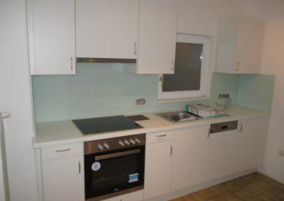 Küche Weiß mit Glas Rückfront 001