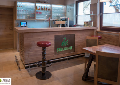 Stefanihof Barfront Eiche mit Edelstahl Logo beleuchtet-29