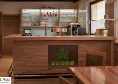Stefanihof Barfront Eiche mit Edelstahl Logo beleuchtet